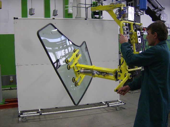 Automotive handling solutions - glass lifting
